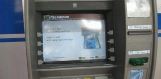 thẻ atm bị khóa có chuyển tiền đi được không
