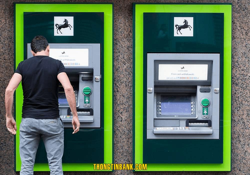 chuyen tien ra nuoc ngoai bang the visa vietcombank
