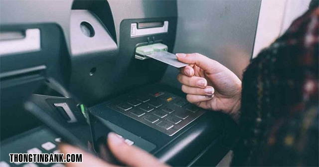 cach-rut-tien-the-atm-mb-bank-1